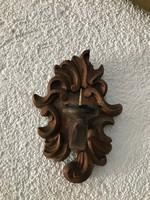 Faragott fa fali gyertyartó 18.5×13×11 cm.