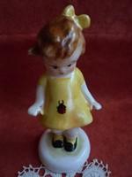 Bodrogkeresztúri sárgaruhás katicás kislány figura