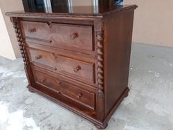 Eladó egy NAGY MÉRETŰ koloniál komód Bútor szép állapotú, masszív, erős és stabil. Méretei:104 cm x