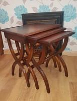 Retro 3 darabos mahagóni szervíz asztal, egymásba tolható, Nest of table