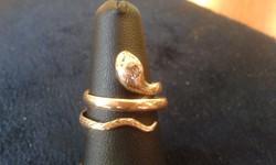 Kígyós női arany gyűrű 14K brillel