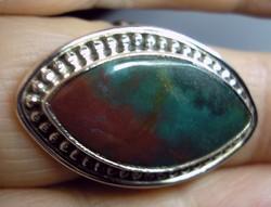 925 ezüst gyűrű 18,5/58 afrikai vérkővel