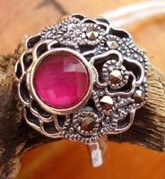 925 ezüst gyűrű, 17,1/53,7 mm rubinnal és markazitokkal