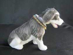 Retro flokkolt műanyag bólogató bólogatós kutya