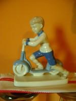 Német porcelán kisfiú figura hibátlan  különleges retro  darab