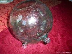 3 lábú, gömb alakú fújt üveg váza különlegesség