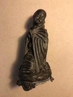 Imádkozó asszony szobor