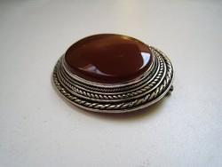 Hatalmas design ezüst bross karneollal, ruha összetűző - 30 gramm