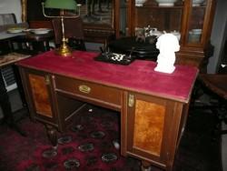 Picike, kecses női antik íróasztal vörös bársony huzattal teljesen stabil, szép állapotban
