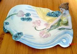 Ülő nőalakos porcelán tálca, a szecesszió jegyében készült ERPHILA porcelán Germániából