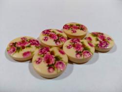 Festett virágos 2 lyukú fa DIY gombok