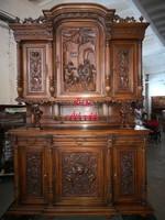 Gyönyörű antik ,dúsan faragott ,reneszánsz stílusú tálalószekrény!