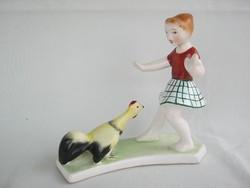 Bodrogkeresztúri kerámia kislány kakassal