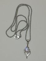 925 ezüsttel bevont ,ródiumozott lánc medállal.