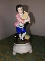 Antik porcelán figura, dudás kisfiú