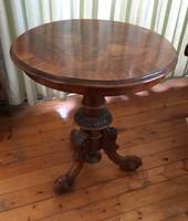 Gyönyörű kerek barokk asztal