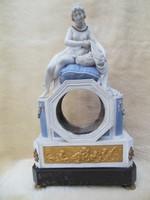 Porcelán figurális óraház