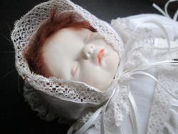 Amelia's Friends Rose viktoriánus stílusú porcelán baba Íroszágban készült