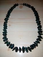 Antik zöld színű ásvány nyaklánc 45 cm