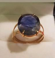 Hatalmas Zafírral 750/18kr arany gyűrű.