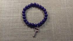 Kék karkötő kulcs függővel 103