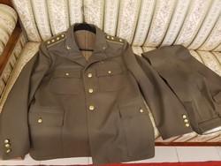 Katonai egyenruha