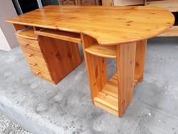 Eladó egy jó minőségű RS ben vásárolt Fenyő íróasztal. Bútor szép állapotú, nagyon masszív, erős és
