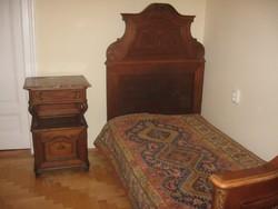 Bécsibarokk ágy, éjjeliszekrény, akasztós szekrény eladó
