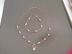 Gyönyörű gyöngyös ezüst nyakék arany díszítéssel, Magnolia ékszerüzletből