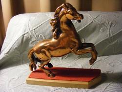 Alu öntvény ló szobor