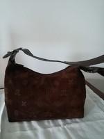 Velúrbőr női táska