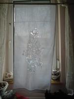 Madeirás függöny.  121 x 58 cm.