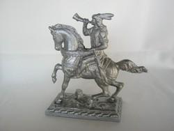 Lehel vezér fém szobor