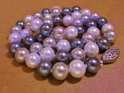 Szép többszínű gyöngy nyaklánc