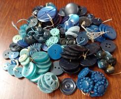 Kék árnyalatú gombok