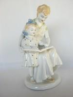 Orosz porcelán olvasó kislány és anyukája