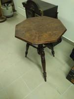 Antik asztal.