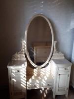 Provence stílusban készült fésülködő asztal