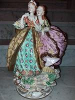 Virágot szedő nemes hölgyek - Porcelán figura