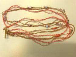 Rózsaszín arany gyöngyös nyaklánc rózsakvarccal és gyöngyökkel
