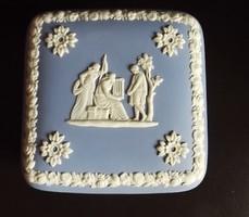 Wedgwood-Angol porcelán-bonbonier puttókkal