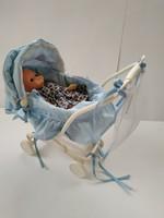 Retró babakocsi babával