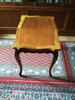 Neobarokk kisasztal