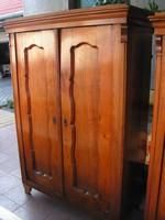 LEÁRAZVA !!!    Biedermeier  ruhásszekrény  . Teleajtós - 2 ajtós.