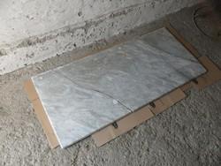Törött márványlap - antik tálalószekrényről