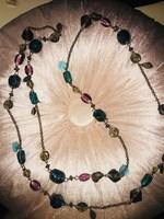 Üveggyöngyös maxi nyaklánc az ékkövek színeivel