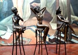 Bárhölgy bronz szobrok