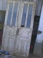 Nagyméretü kétszárnyú ajtó