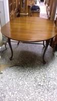 Chippendél 110cm átmérőjű asztal ami 160cmre nagyobbitható.