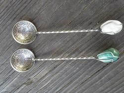 2 darab ezüst kanál  érmékből, befoglalt kövekkel . patikai ?